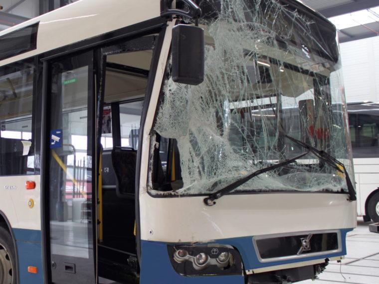 Unfallreparatur Bus